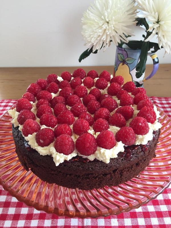 08 Apr Chocolate Brownie Cake With Raspberries And Cream Gluten Free